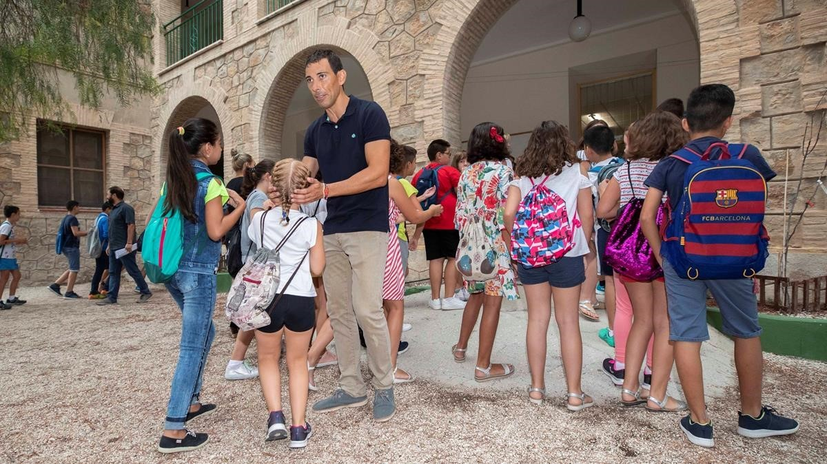 Alumnos de primaria, el 4 de septiembre, en el colegio Ciudad de Begastri de Cehegín, en Murcia, el primero de España en empezar el curso.