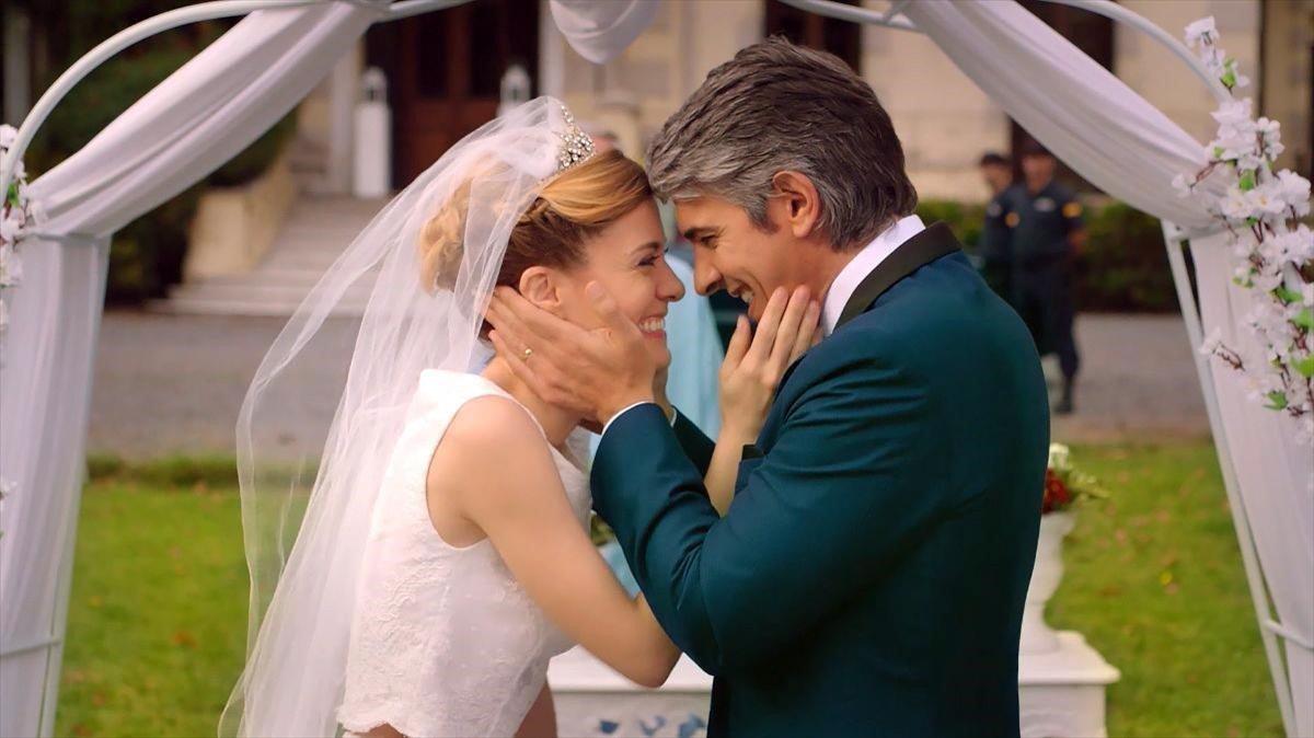 Alexandra Jimenez y Pablo Echarri, protagonistas de la serie de Paramount Network 'Atrapa a un ladrón'.