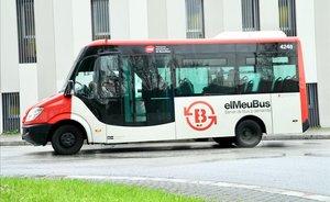 Autobús a demanda del barri de Torre Baró de Barcelona.