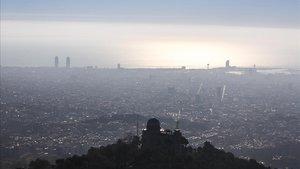 Un día de febrero del 2019 con un elevado índice de contaminación en Barcelona.