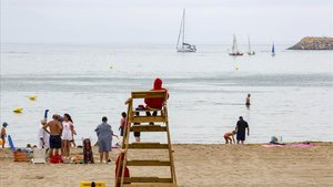 Mor ofegat un home de 70 anys en una platja de Calafell