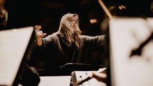 Barbara Hannigan dirigiendoun concierto en Concertgebouw de Amsterdam.