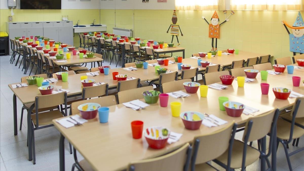 Comedor vacío en una escuela del centro de Barcelona.