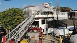 Un incendi en un hotel de Castelldefels obliga a desallotjar 35 persones