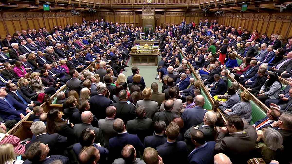 El Parlament britànic rebutja l'acord del 'brexit'