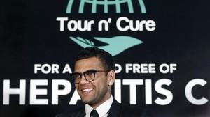 Dani Alves presenta la campaña por la que pretende ayudar a erradicar la hepatitis C.