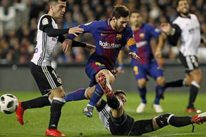 Martin Montoya, Lionel Messi