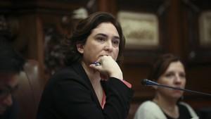 La alcaldesa Ada Colau, en el pleno del pasado febrero.