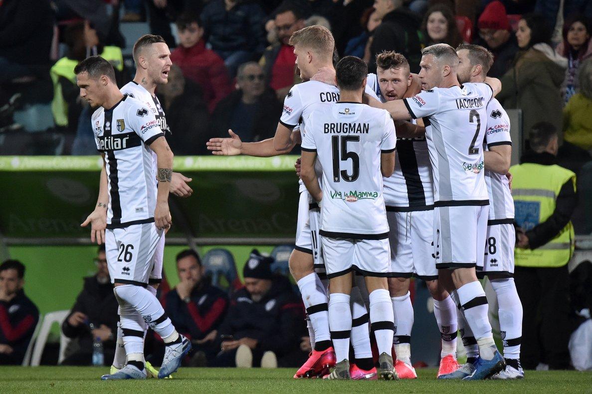 Los jugadores del Parma celebran un gol en un partido de la Serie A en febrero.