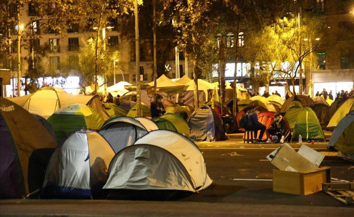 Acampada en la plaza de la Universitat, en Barcelona.