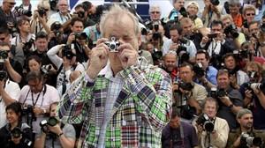 El actor Bill Murray, con una minicámara, en el 65º festival de cine de Cannes.