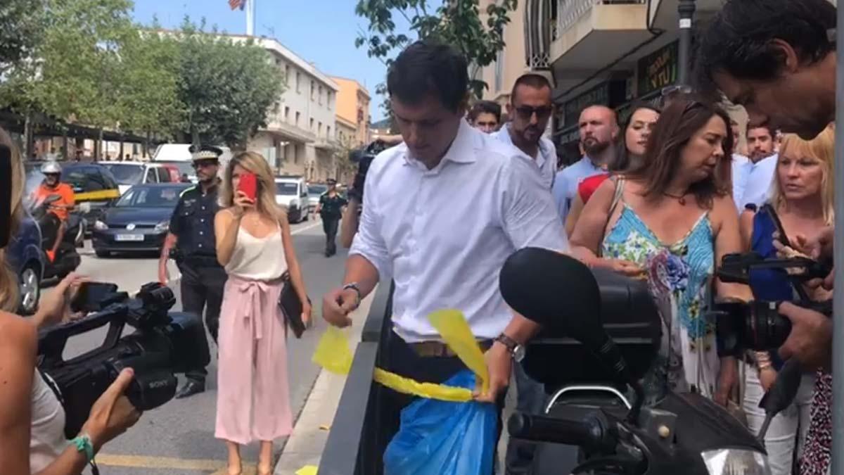 Albert Rivera e Inés Arrimadas quitan lazos en Alella.