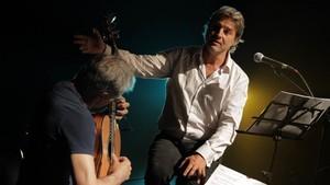 Alberto San Juan y el guitarrista Fernando Egozcue, en 'España ingobernable'.