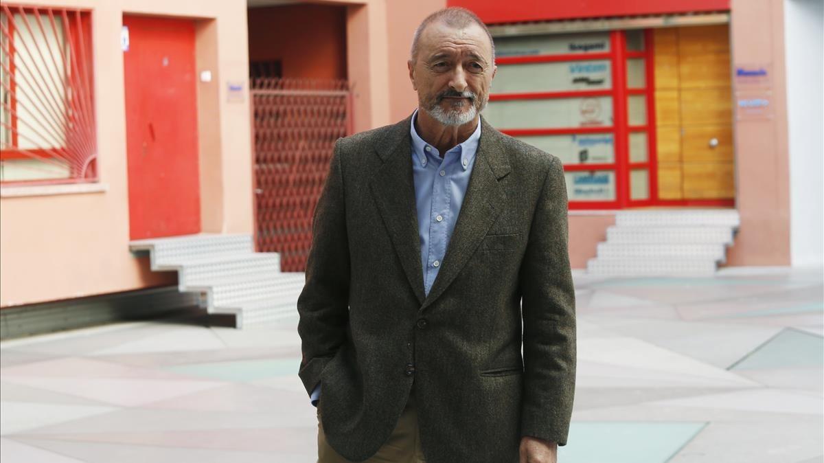 Furia española contra los gringos: así 'se venga' Pérez Reverte de EEUU por retirar una estatua de Colón