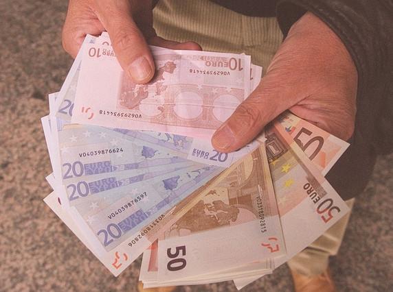 Bitllets d'euros, acabats de sortir de la Fàbrica de la Moneda i Timbre.
