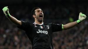 Buffon, de la Juventus, celebra el segundo gol de su equipo en el Santiago Bernabéu.