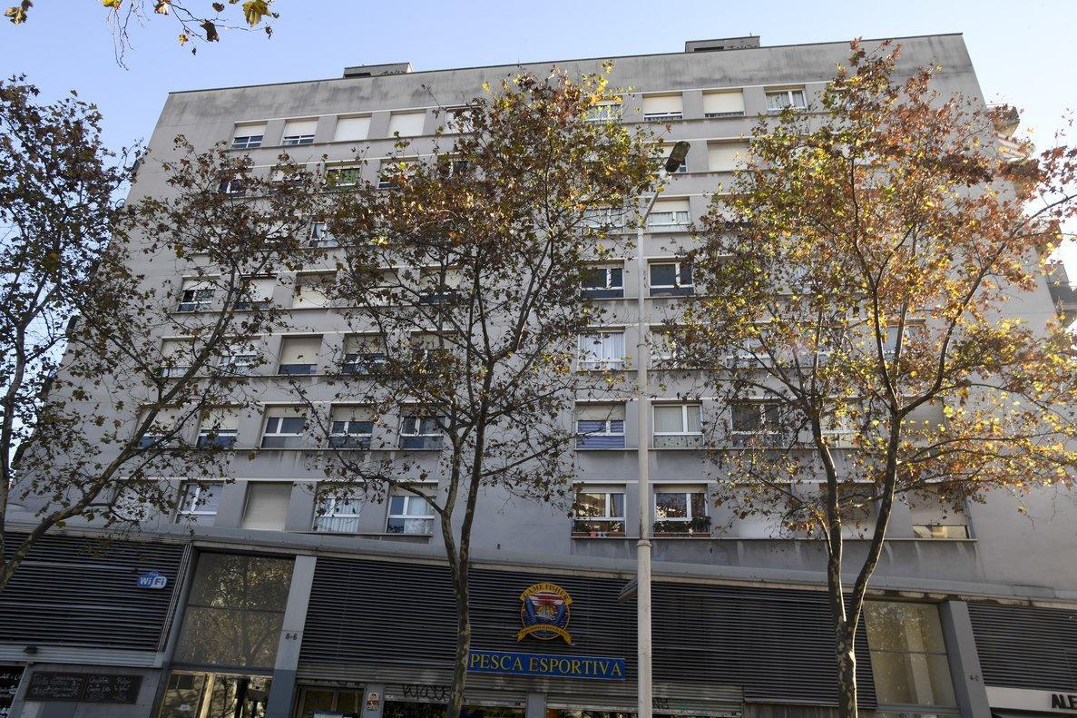 Imagen de archivo de un bloque de viviendas en Barcelona