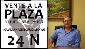 A la izquierda, cartel convocando manifestación contra el nombre franquista de Guadiana del Caudillo. A la derecha, su actual alcalde, Antonio Pozo.