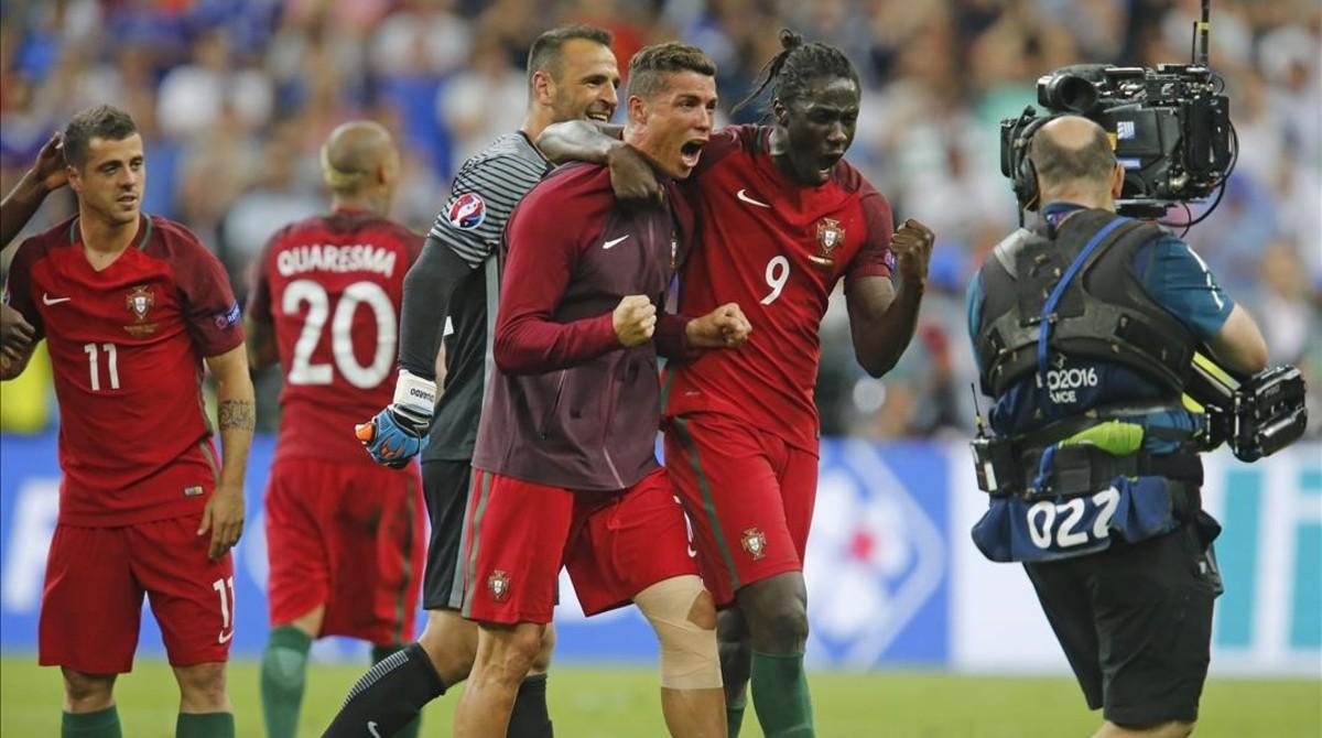 Cristiano y Eder, en la final de la Eurocopa.