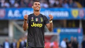 Cristiano Ronaldo se lamenta de una ocasión fallada ante el Chievo en Verona.
