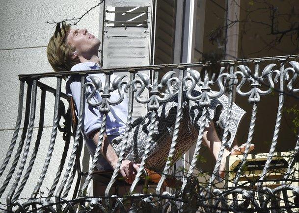 Christian de Hannover, en el balcón de su casa de Madrid durante la cuarentena.