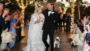 Kaley Cuoco y Karl Cook durante la ceremonia de su boda