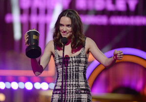 Daisy Ridley accepts the award for breakthrough performance for Star Wars: The Force Awakens at the MTV Movie Awards at Warner Bros. Studio on Saturday, April 9, 2016, in Burbank, Calif. (Kevork Djansezian/Pool Photo via AP)
