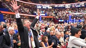 Un delegado grita de alegría durante el segundo día de la convención de Cleveland, el 19 de julio.