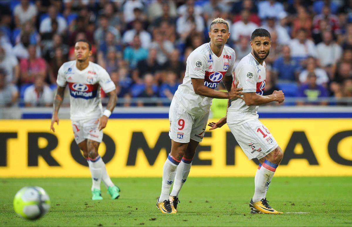 Depay, Mariano y Fekir, durante un partido contra el Estrasburgo.
