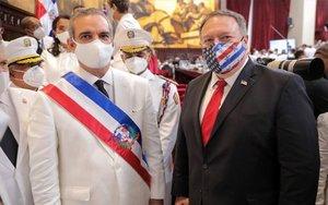 Mike Pompeo con el presidente dominicano Luis Abinader.
