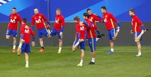Entrenamiento de la selección española en el Stade de France, en Saint-Denis (París).