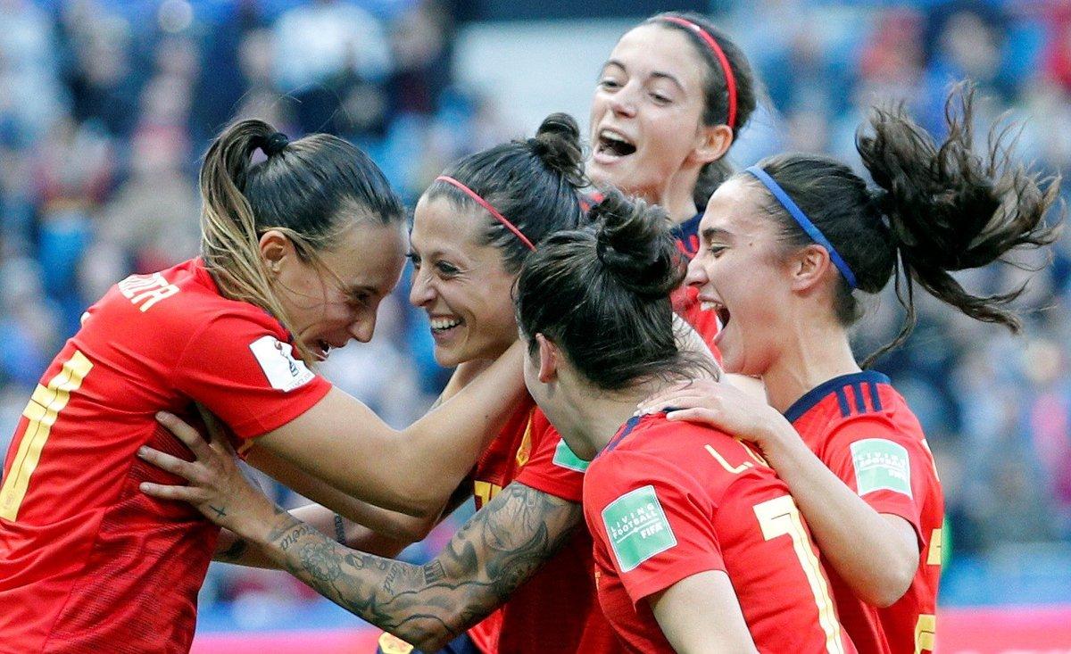 Las jugadoras españolas celebran el segundo gol conseguido ante Sudáfrica.
