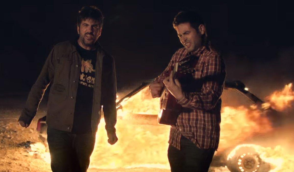 Estopa, en su nuevo videoclip, 'Fuego'.