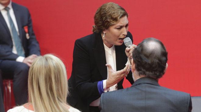 La cantaora Estrella Morente ha demanat diàleg davant Mariano Rajoy, en la celebració dels actes oficials del Dos de Maig a Madrid.