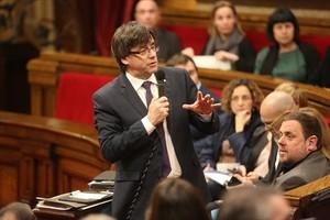 El 'president', Carles Puigdemont, en una sesión de control al Govern en el Parlament.