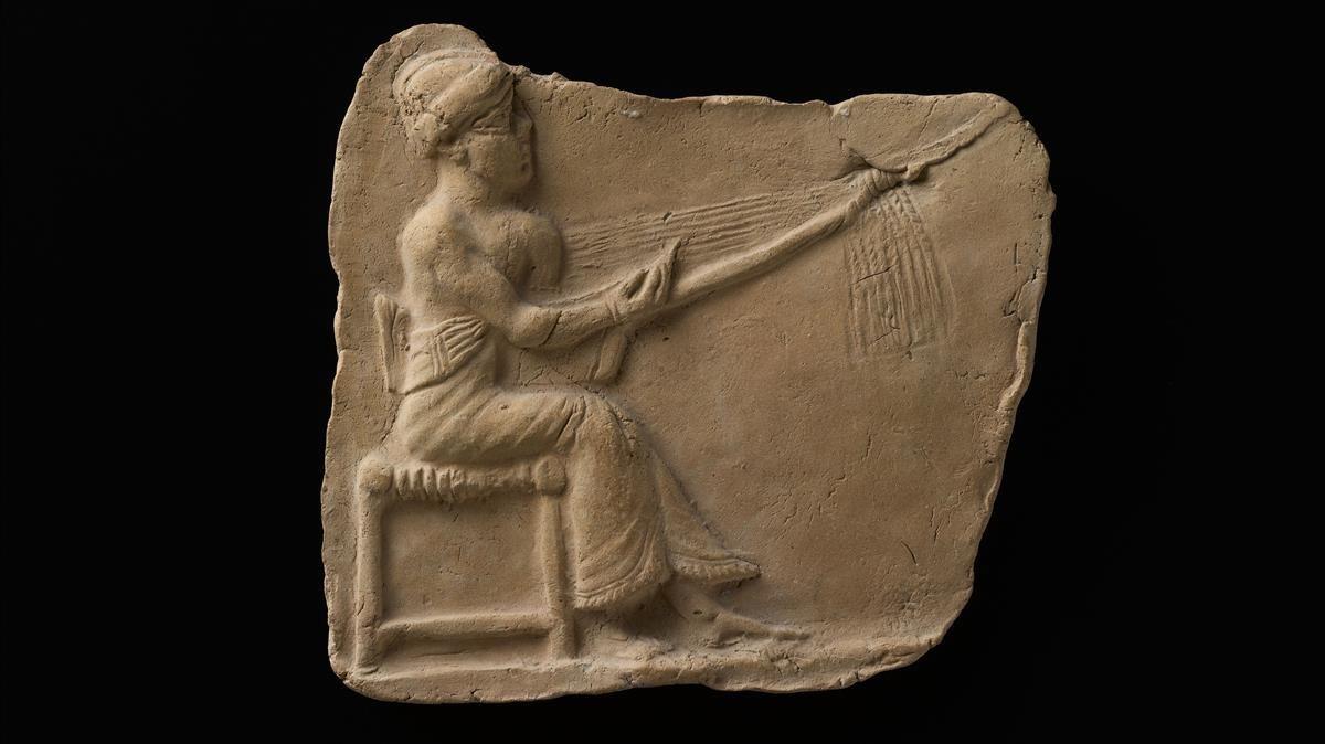 Relieve de la figura de una mujer tocando el arpa, 2000a. C., que formará parte de 'Músicas de la antigüedad'.