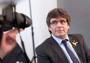 El expresidente de la Generalitat Carles Puigdemont posa para los fotógrafos tras un encuentro con periodistas extranjeros, en Berlín.