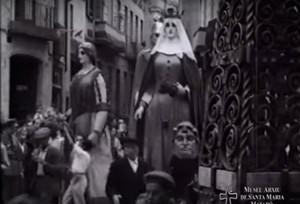 La familia Robafaves de camino a la basílica de Santa Maria en el año 1939.