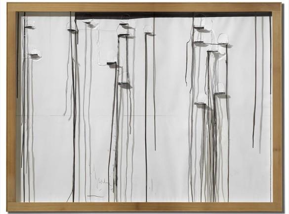 'Ideas de pintura'. La pintura se escapa de las cavidades del metacrilato creando su propio dibujo.
