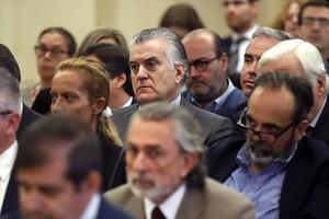 Francisco Correa (en primer término) y Luis Bárcenas, en la vista celebrada en la Audiencia Nacional.