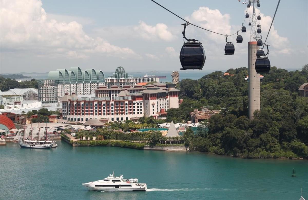 Funiculares, hoteles de alto standing y embarcaciones de lujo en la isla de Sentosa.