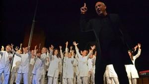 El grupo Gospel Viu Choir bajo la dirección de Mosiès Sala.