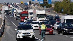 """Interior despliega 7.000 policías """"de inmediato"""" en carreteras y estaciones de Madrid"""