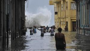 Una de las calles de La Habana inundada tras el paso del huracán Irma.