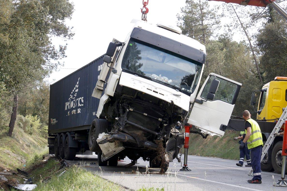 Camión implicado en un choque frontal mortalen Maçanet de la Selva.