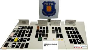 Imagen de los teléfonos recuperados por los Mossos