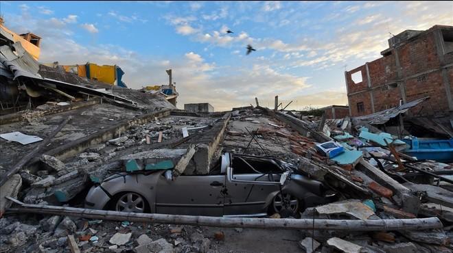"""""""Tengo a mi hijo en la zona del terremoto y llamar al consulado no me ha servido para nada"""""""