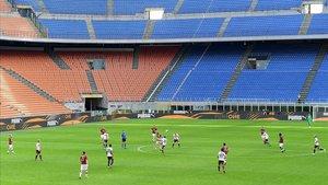 Imagen de San Siro, completamente vacío, durante la disputa del Milan-Genoa