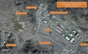 Imagen de satélite de Planet Labs Inc. que ha sido analizada por expertos del Instituto de Estudios Internacionales de Middlebury, en las que aprecian una posible fábrica de misilesen labase de Al Watah, en Arabia Saudí.