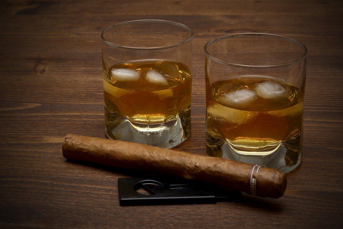 Sin miedo al whisky o al tabaco al invertir: el 'vicio' es rentable